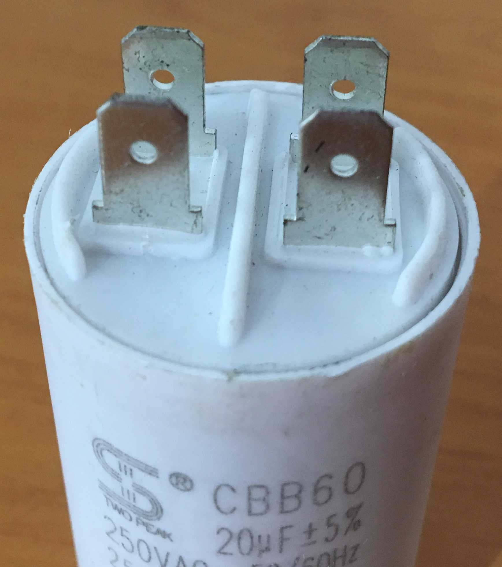 Capacitor 20UF 250VAC Marca TWO PEAK