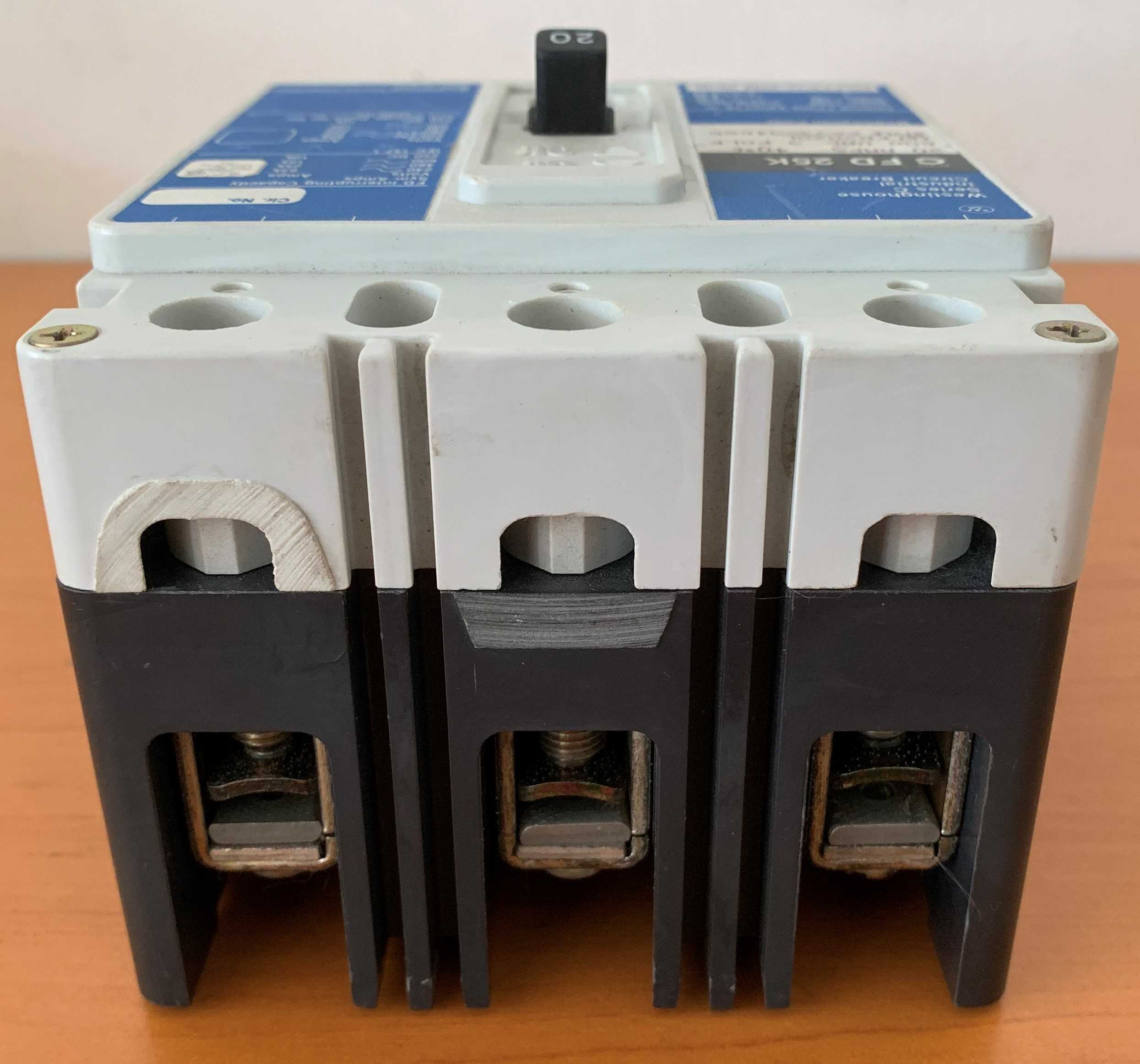 Breaker Superficial 3 x 20 Amperios. TQD. Modelo C FD 25K. Marca: WESTINGHOUSE